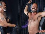 Vieux gay anus distendu gode