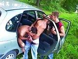 Trio hard gay dans la voiture