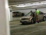 Baise gay dans un parking sous-terrain