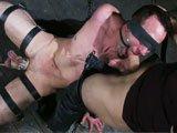 Homme objet gay soumis a son maitre