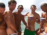Partouze gay sur un bateau