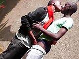 Jeunes minets Blacks s'enculent sans capote