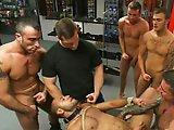 Recouvert de sperme dans une baise publique