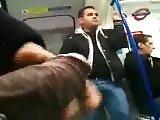 Il sort son sexe en public dans le métro