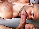 Esclave sexuel fait éjaculer un gros sexe