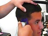 Jeune Bisexuel branlé par son coiffeur