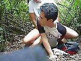 Minet se fait tirer dans la forêt