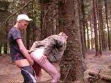 Lascar Français baise un vieux dans le bois